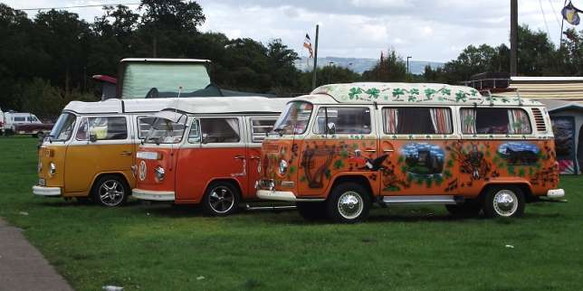 la 2 cv et le combi volkswagen  transports hippies