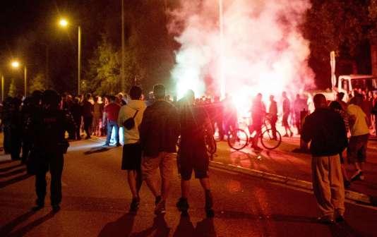 Heurts entre la police et des manifestants d'extrême droite à Heidenau près de Dresde vendredi 21 août lors de l'ouverture d'un centre pour réfugiés.