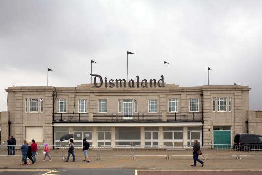 """""""Dismaland Bemusement Park"""", l'exposition de Banksy à Weston-super-Mare en Angleterre."""