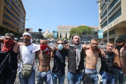 Manifestation à Beyrouth, dimanche 23 août, contre le gouvernement, impuissant dans la crise des ordures.