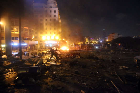 Les forces de sécurité libanaises ont à nouveau fait usage de canons à eau et de gaz lacrymogènes contre des manifestants qui se sont rassemblés, dimanche 23 août, à Beyrouth.