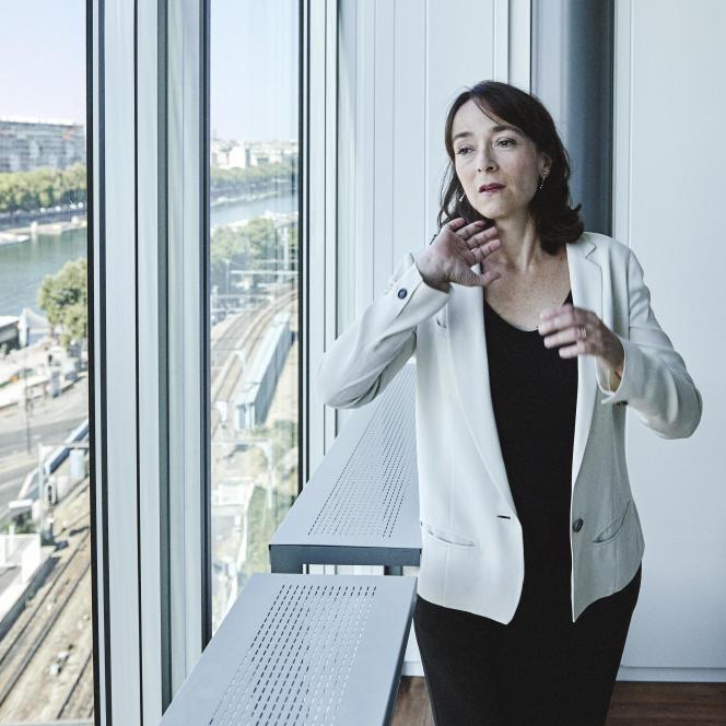 Delphine Ernotte dans son nouveau bureau de France Télévisions, à Paris, samedi 22 août.