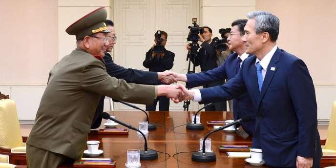 Les négociations à Panmunjom sont dirigées par le conseiller sud-coréen à la sécurité nationale, Kim Kwan-Jin, et son homologue nord-coréen, Hwang Pyong-So, un proche collaborateur de Kim Jong-Un.