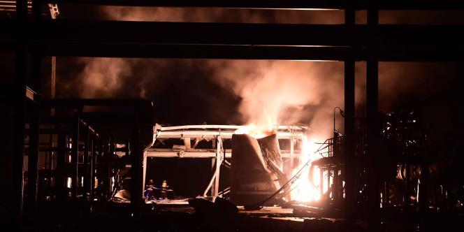 L'usine en feu dans le district de Huantai, près de la ville de Zibo, dans la province du Shandong.