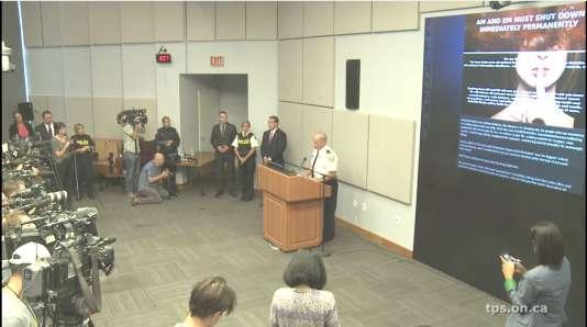 La conférence de presse de la police canadienne et des services d'enquête américains, le 24août.