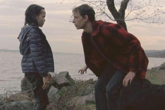 """Une scène du film américain de Patrick Wang, """"Les Secrets des autres"""" (""""The Grief of Others"""")."""