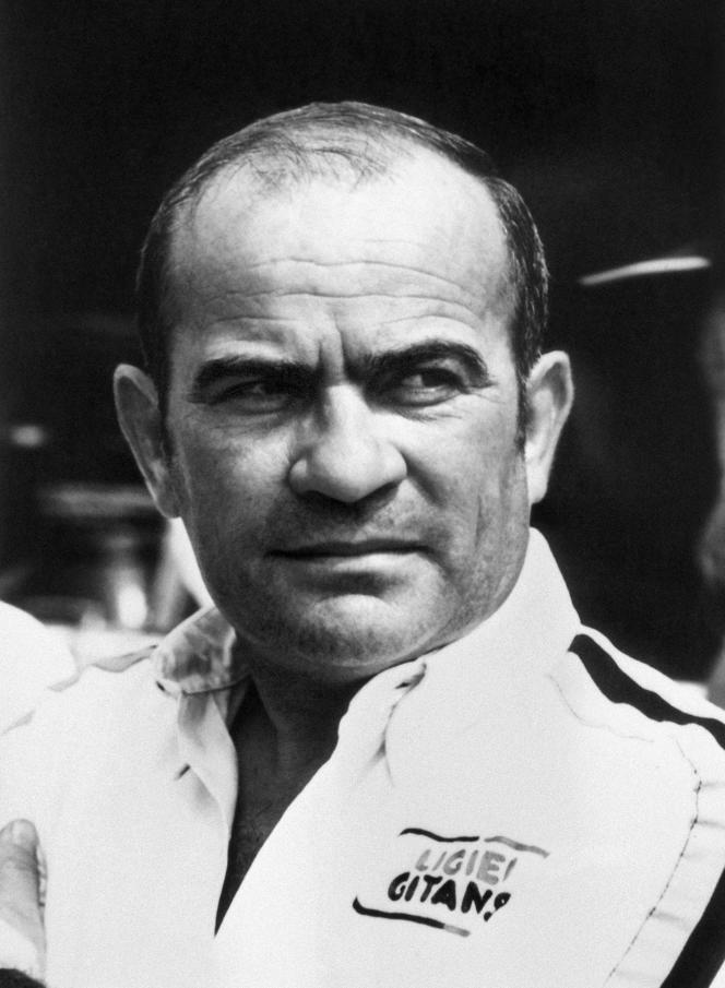 Portrait pris en juillet 1977 du pilote et constructeur automobile, Guy Ligier.