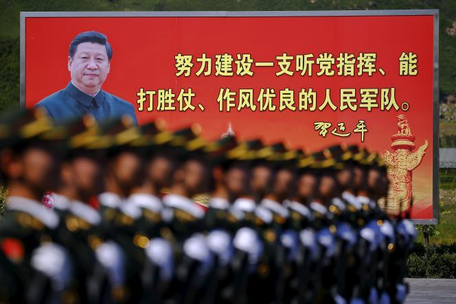 Une photographie de président chinois Xi Jinping dans une base militaire de Pékin le 22 août 2015.