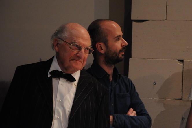 Michel Corvin, à gauche, en compagnie du comédien Julien Lacroix, en mars 2012.