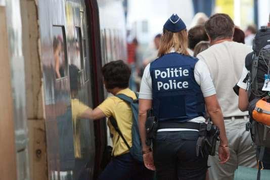 Une policière belge en gare de Bruxelles, le 22 août.