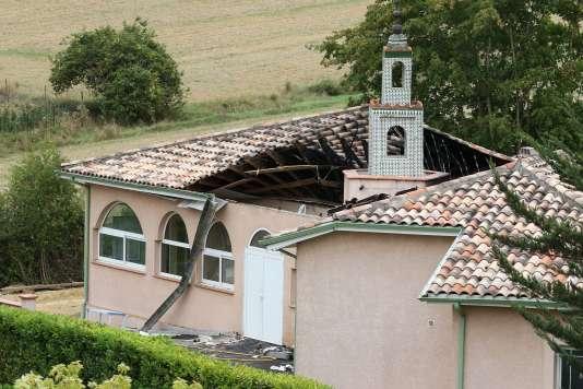 La mosquée d'Auch a été en grande partie ravagée par un incendie criminel dans la nuit de samedi à dimanche.