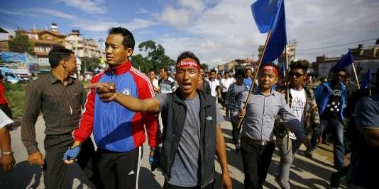 Des manifestants contre le nouveau projet de Constitution au Népal, le 23 août.