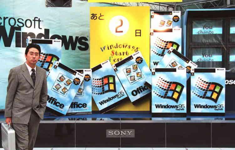 Vendu dans sa version en anglais à partir du 24 août, minuit, Windows 95 ne sera distribué dans sa version japonaise qu'en novembre.