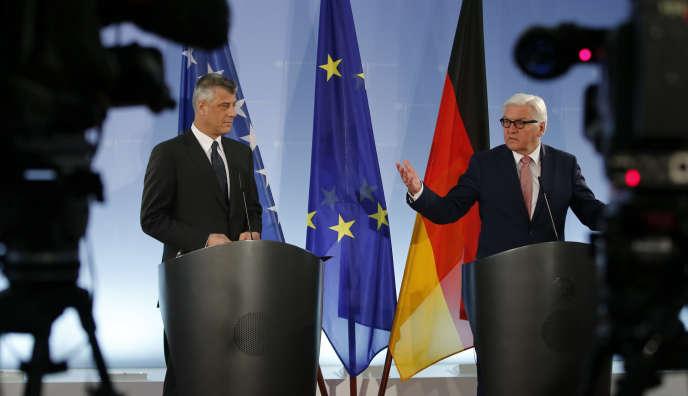 Le ministre allemand des affaires étrangères Walter Steinmeier et son homologue kosovar Hashim Thaci , le 2 mars à Berlin.