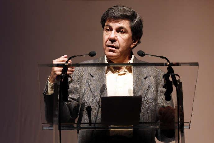 L'économiste Jacques Sapir s'exprime lors du congrès du parti fondé par Nicolas Dupont-Aignan, Debout la République, le 21 novembre 2010, à Paris.