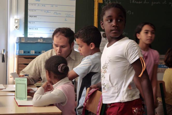 A l'école primaire Antoine-Balard, àMontpellier, adepte delapédagogie Freinet. Les classes, de 20élèves, regroupent plusieursniveaux.