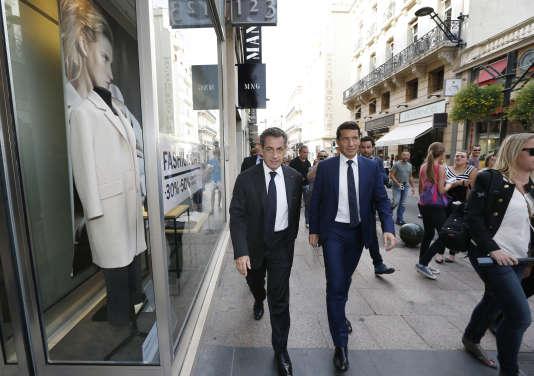 David Lisnard, maire (Les Républicains) de Cannes et Nicolas Sarkozy, dans les rues de la ville, le 21 octobre 2014.
