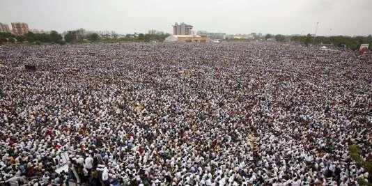 Au moins un demi-million de manifestants de la communauté patidar ont paralysé la grande ville d'Ahmedabad pour réclamer l'accès aux quotas réservés aux classes inférieures.