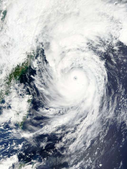 Photo satellite du typhon Goni, lundi 24 août.