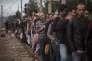 Des réfugiés syriens près de la gare d'Idomeni, en Grèce, à la frontière avec la Macédoine, lundi 24 août.