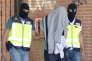 Arrestation par la police espagnole d'un homme suspecté de faire partie d'un réseau européen de recrutement de l'Etat Islamique. San Martin de la Vega en Espagne, le 25 août 2015.