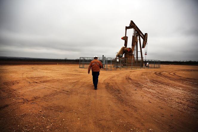 Puits de pétrole près de Garden City, au Texas. Aux Etats-Unis, la question est de savoir combien de temps les petits producteurs vont tenir le coup