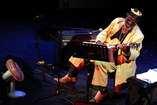 Le bluesman James Blood Ulmer en concert au festival Météo à Mulhouse.