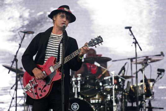Le chanteur anglais Pete Doherty du groupe The Libertines en concert au Festival de Glastonbury dans le Somerset, le 26 juin 2015.