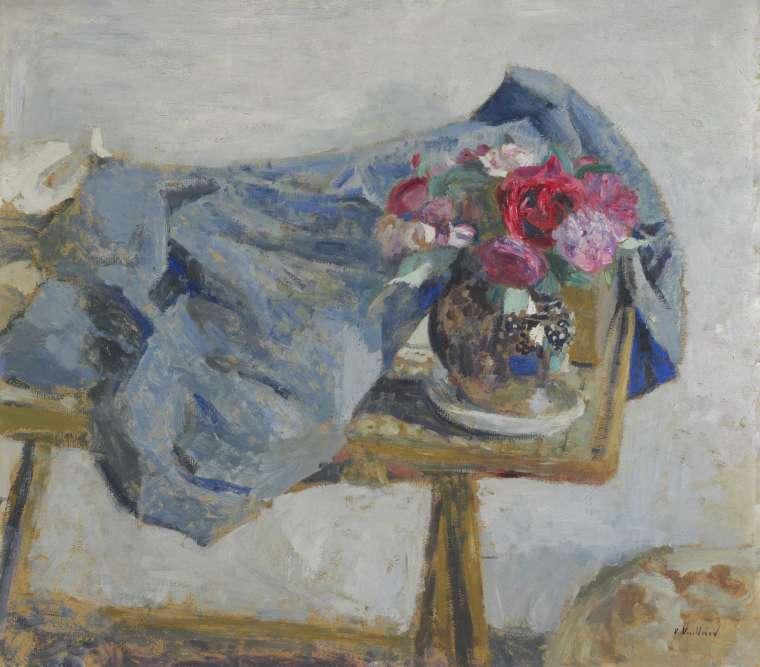 """""""La nature morte est l'un des thèmes les mieux représentés dans la collection. Les bouquets firent longtemps échos à ceux que composaient Hedy avec les fleurs de son jardin et qu'elle disposait à proximité de ses œuvres""""."""