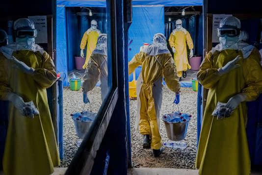 Des intervenants contre le virus Ebola à Monrovia, au Liberia, le 31 août 2014.
