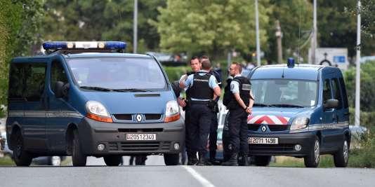 Mercredi 25 août, un homme a tué de sang-froid au fusil de chasse une femme de 19 ans, sa fille de 9 mois et son beau-père.