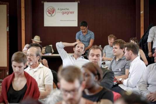 Près de 300 militants sont venus assister à une table ronde sur les crises européennes, avant les discours de clôture vendredi matin des trois chefs de file du courant : l'ancien ministre de l'éducation, Benoît Hamon, le député de la Nièvre, Christian Paul, et l'eurodéputé Emmanuel Maurel.