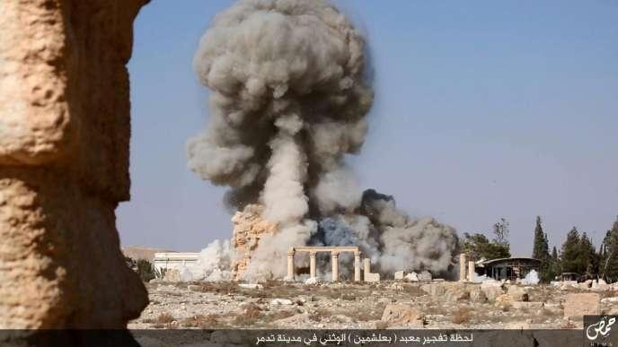 Une image non datée extraite d'une vidéo diffusée par l'Etat islamique (EI) sur la destruction du temple de Baalshamin en Syrie.