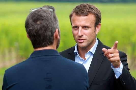 """Le ministre de l'économie, Emmanuel Macron, à Léognan (Gironde), le 27 août, pour une rencontre du """"pôle des réformateurs"""" du PS."""