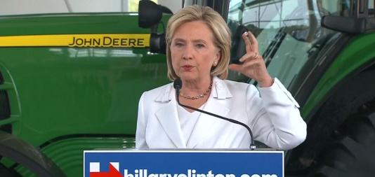 La candidate à la primaire démocrate américaine Hillary Clinton s'est exprimée sur la question du port d'armes après l'assassinat de deux journalistes à la télévision en direct en Virginie.