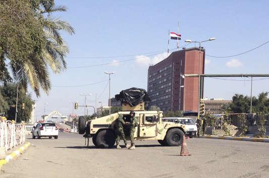 Des forces de sécurité irakiennes aux abords de la «zone verte», à Bagdad, en février.