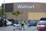 En février 2015, Walmart a annoncé une vague d'augmentations pour 500 000 employés, le salaire horaire minimum passant de 7,50 dollars de l'heure à 9 dollars.