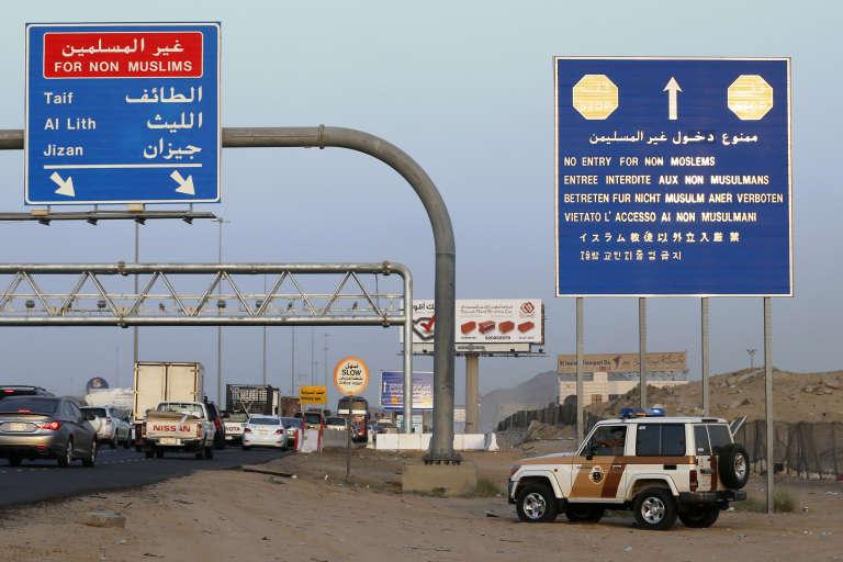 Contrôles de sécurité entre Jeddah et La Mecque, dont l'entrée est interdite aux non-musulmans.