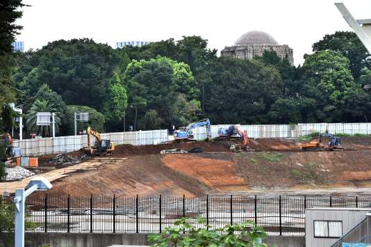 Site du futur stade olympique de Tokyo, dont le projet révisé à la baisse a été adopté par le gouvernement japonais le 28août 2015.