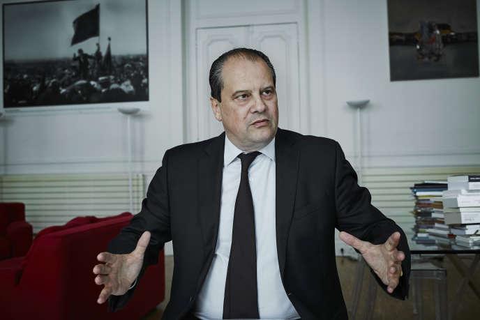 Jean-Christophe Cambadélis en interview, le 28 mai 2015 au siège du Parti socialiste, rue de Solférino.