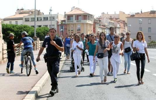 Quelque 300 personnes ont participé jeudi 27 août à une marche blanche en hommage d'Erika, assassinée deux jours plus tôt à Perpignan.