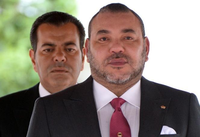 Le roi du Maroc Mohammed VI (à droite) et le prince Moulay Rachid au Palais royal de Casablanca, le 17 mars 2015.