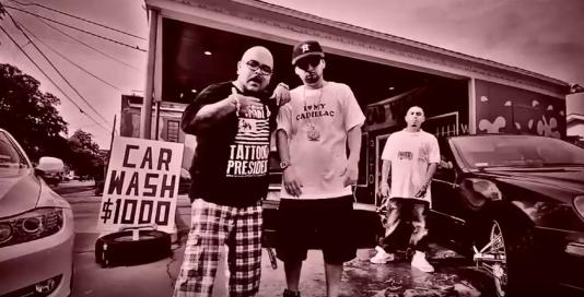 """La Cadillac, accessoire chic de certains rappeurs. Ici, une image extraite du clip de Quota """"My Cadillac"""" (2012)."""
