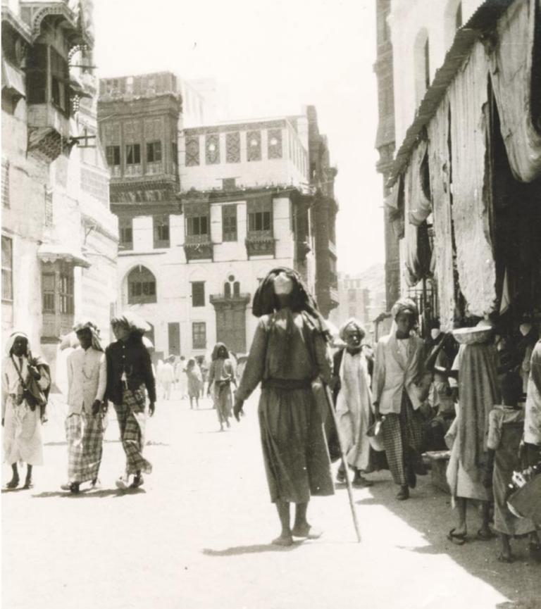 Les rues et maisons traditionnelles des vieux quartiers de La Mecque au milieu du XXe siècle. (Collection de l'auteur)