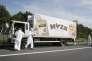 La police scientifique inspecte le camion dans lequel les corps des migrants ont été retrouvés le 27 août sur le bord d'une autoroute en Autriche.