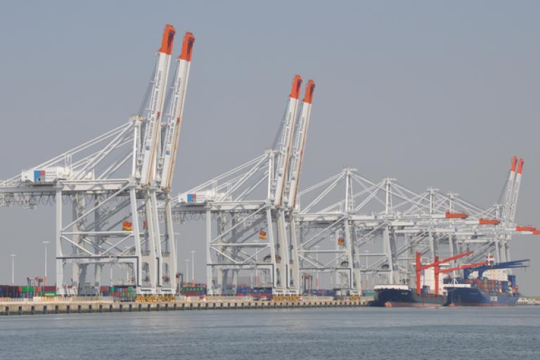Le premier quai du port à conteneurs de Kribi fait 350 mètres de long. Le contrat prévoit la construction par le consortium franco-chinois d'un second de 700 mètres.