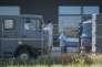 A Nickelsdorf, en Autriche, vendredi 28 août, le cercueil d'un des 71 migrants retrouvés morts dans un camion.