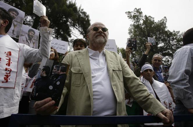 Anis Naccache pendant une manifestation demandant la libération de Georges Ibrahim Abdallah (condamné en France pour sa participation dans les assassinats de deux diplomates américain et israélien en 1982) devant l'ambassade de France à Beyrouth, le 30 avril 2010.