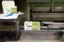 """La reproduction a redémarré officiellement vendredi 28 août. Les boîtes affichent la marque maison """"1336"""", comme le nombre de jours de lutte contre Unilever, l'ancien propriétaire qui voulait fermer le site"""