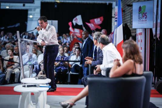Le premier ministre Manuel Valls prononce son discours lors de la clôture du l'Université d'été du PS à La Rochelle, dimanche 30 août.